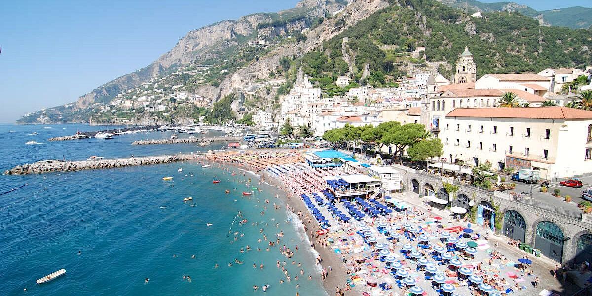 amalfi-beach.-toppic